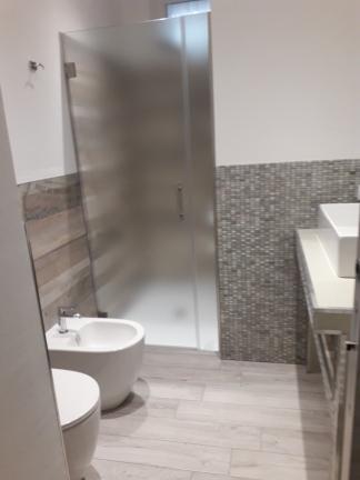 Spazio doccia Camera matrimoniale Reggiolacittainvisibile